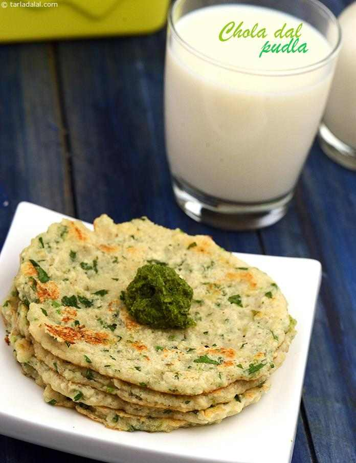 A traditional Gujarati dish, Chola ni Dal na Poodla is a scrumptious pancake made of a batter of soaked and ground chola dal fortified with chopped fenugreek leaves and other common flavour enhancing ingredients.