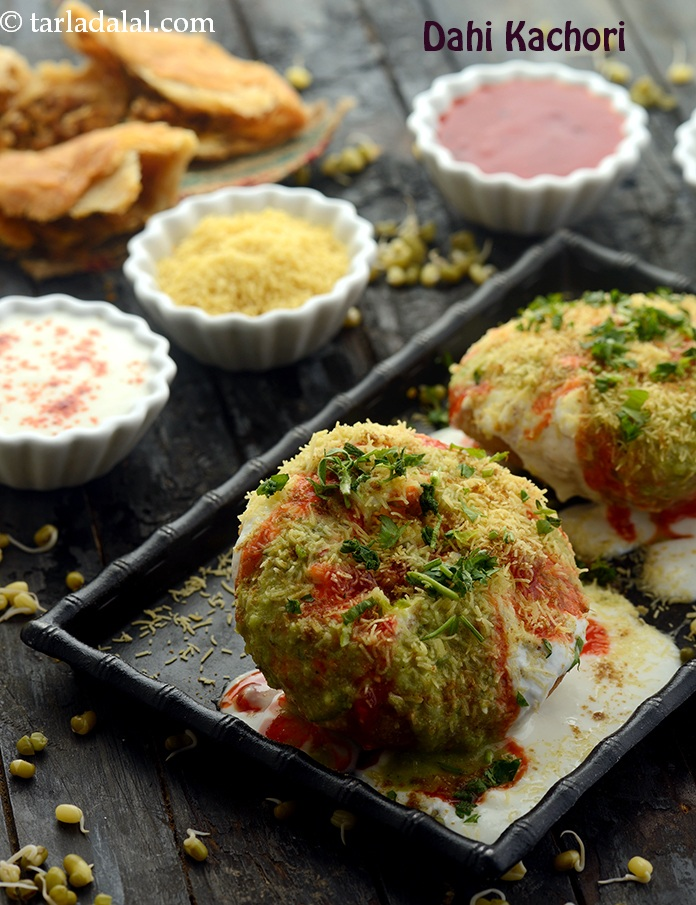Dahi Kachori ( Mumbai Roadside Recipes )