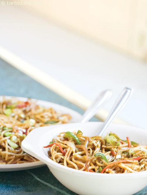 Hakka Noodles ( Easy Chinese Cooking )