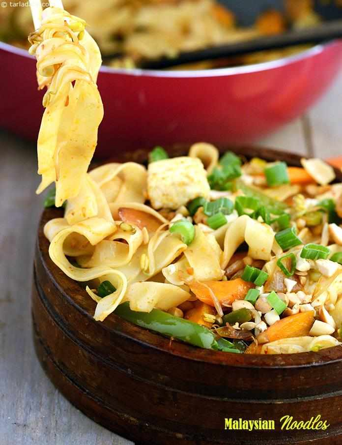 Malaysian Noodles are prepared with typical ingredients like garlic, capsicum, spring onions, bean sprouts and soya sauce. However, crushed peanuts are used here as both a seasoning and a garnish, giving the noodles an enjoyably rustic mouth feel.