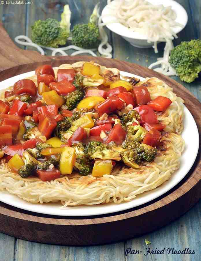 Pan fried noodles chinese veg pan fried hakka noodles recipe pan fried noodles chinese veg pan fried hakka noodles forumfinder Images