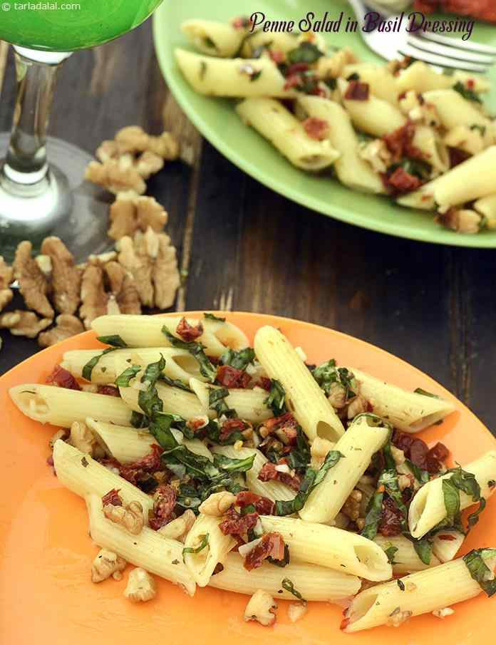 Tangy sun-dried tomatoes and crunchy walnuts decorate cooked penne along with a flavourful dressing of fresh basil, mixed herbs and red chilli flakes. Olive oil imparts an aesthetic flavour and aroma to it.