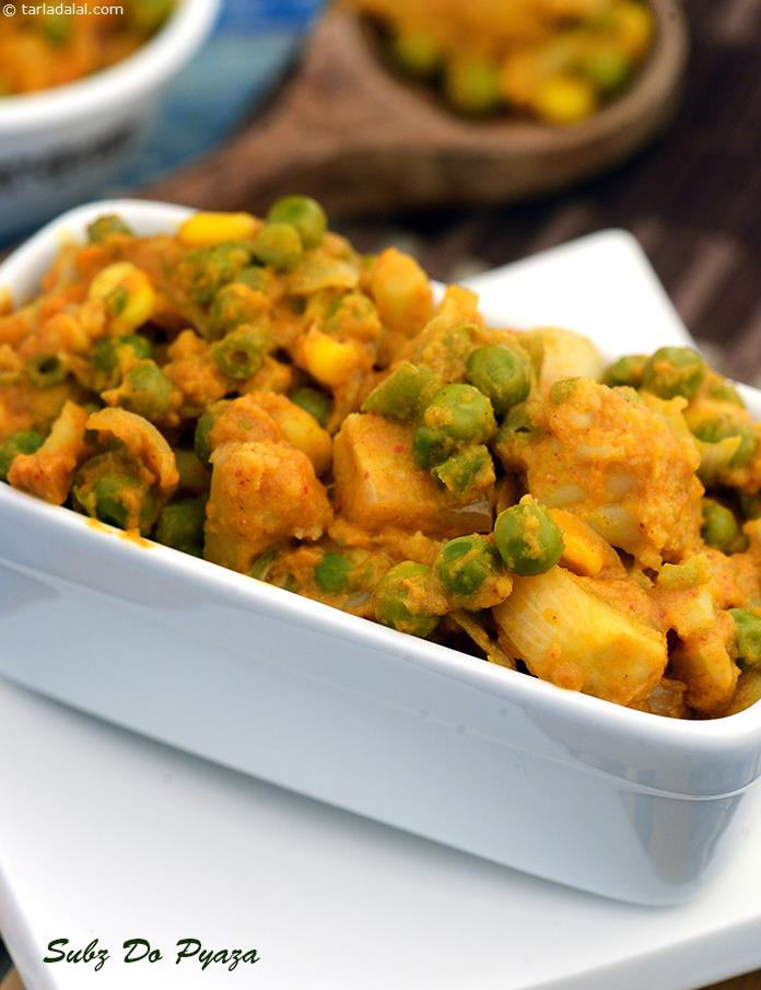 Subz Do Pyaza is a delicious preparation of vegetables enhanced by onions in paste and sautéed forms.The combination of tangy tomato pulp with a pungent onion-garlic paste and common but aromatic spice powders results in an intense gravy.