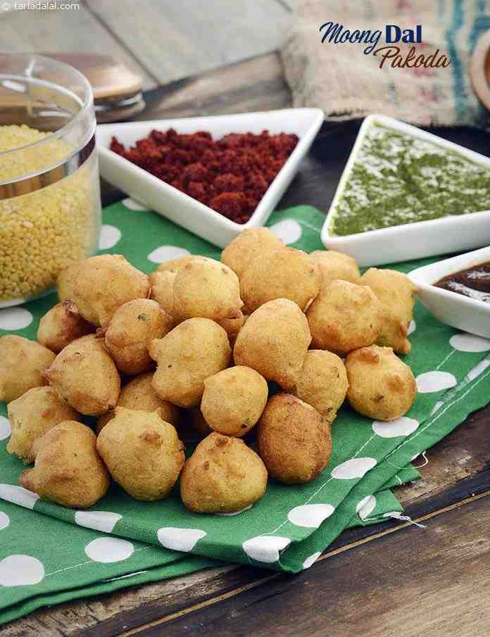 Moong Dal Pakoda ( Mumbai Roadside Recipes)
