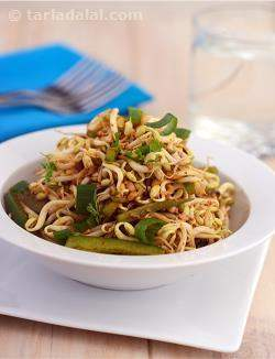 Bean Sprouts and Capsicum Salad