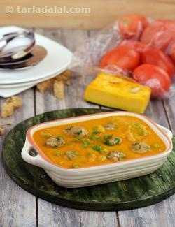 Bread Koftas in Pumpkin Curry ( Healthy Subzi)