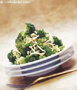 Broccoli, Bean Sprouts and Green Peas Salad