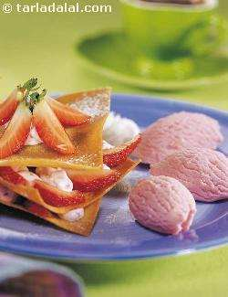 Crackling Wontons with Strawberry Ice-Cream