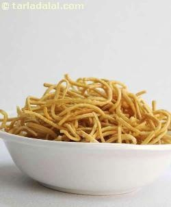 Crispy Fried Noodles ( Easy Chinese Recipe) recipe ...