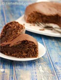 Eggless Chocolate Cake Using Microwave  ( Cakes and Pastries )