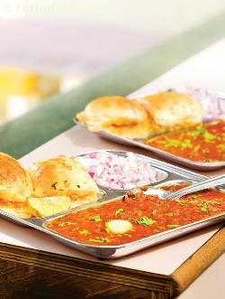 Pav Bhaji ( Mumbai Roadside Recipes )