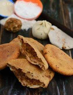 Spicy Urad Dal Puris (  Desi Khana )