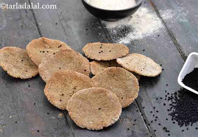 बेक्ड कूट्टू की पुरी की रेसिपी - Baked Buckwheat Puri, Low Salt Recipe