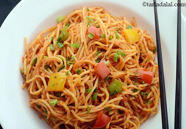 चिली गार्लिक नूडल्स रेसिपी | झटपट चिली गार्लिक नूडल्स बनाने की विधि | चायनीज नूडल्स - Quick Chilli Garlic Noodles, Chinese Chilli Garlic Noodles