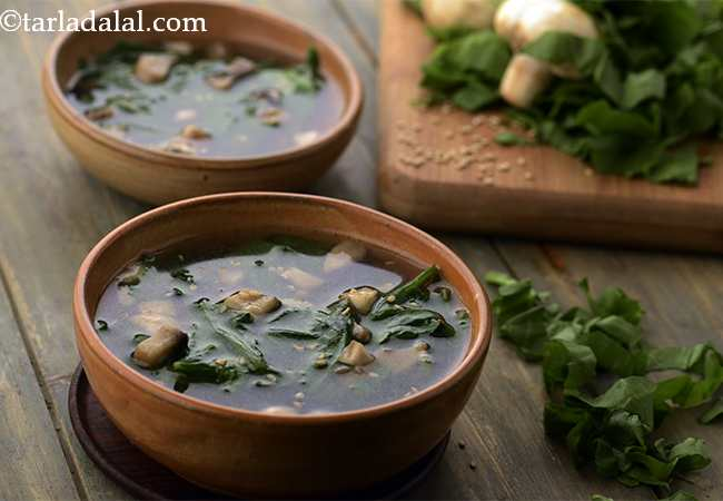 Clear Soup with Spinach and Mushrooms