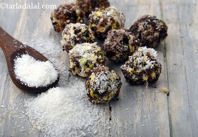 Date and Nut Coconut Cocoa Balls