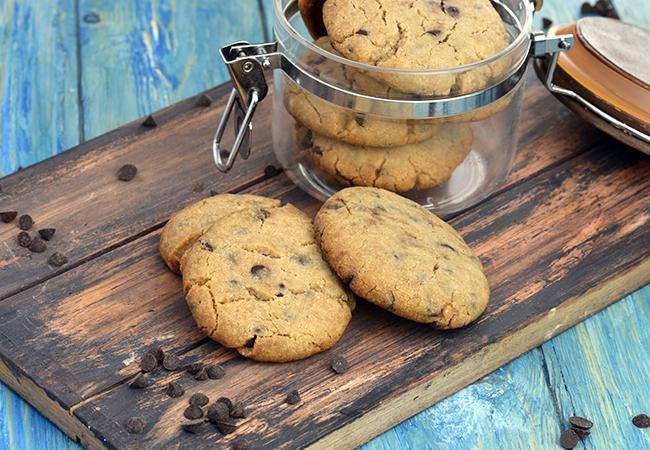 अंडा मुक्त चॉकलेट चिप कुकीज़ रेसिपी | एगलेस चॉकलेट चिप कुकीज | भारतीय स्टाइल वेजिटेरियन चॉकलेट चिप कुकीज़ | - Eggless Chocolate Chip Cookies, Chocolate Chip Cookies