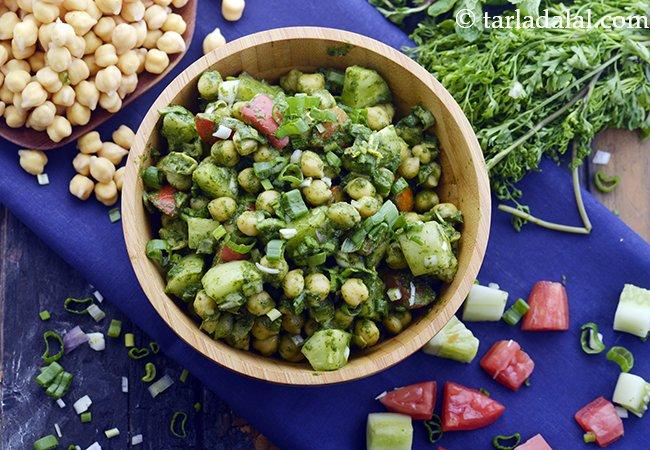 काबुली चना का सलाद रेसिपी | हाई प्रोटीन चना सलाद | वजन घटाने के लिए स्वस्थ चना सलाद | पुदीना ड्रेसिंग के साथ काबुली चना सलाद | Indian Chickpea Salad for Weight Loss
