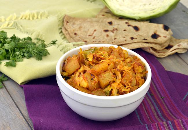 पत्ता गोभी और आलू की सब्जी रेसिपी   आलू पत्तागोभी की सब्जी   कोबी बटाटा नु शाक   - Kobi Batata Nu Shaak