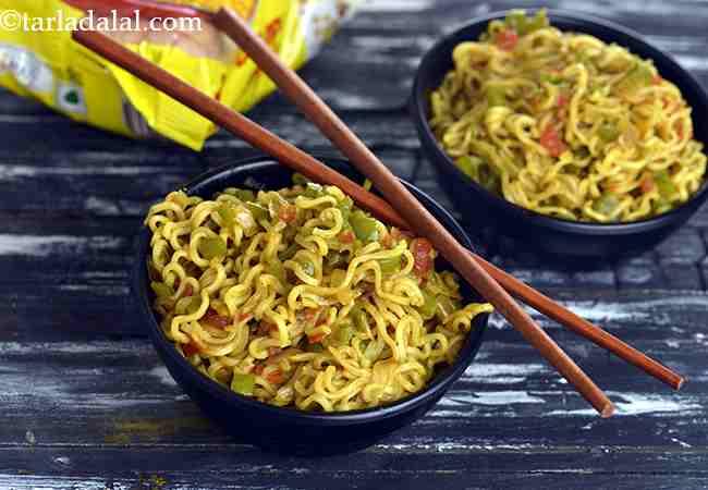 वेजिटेबल मैगी नूडल्स रेसिपी   वेजिटेबल मसाला मैगी   मसाला मैगी   मुंबई की स्ट्रीट स्टाइल मसाला मैगी - Vegetable Masala Maggi, Masala Maggi Noodle