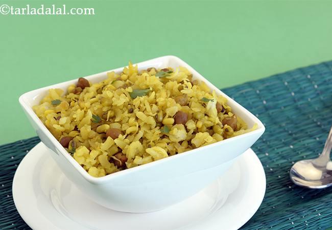 स्प्राउट्स पोहा रेसिपी | मिक्स स्प्राउट्स पोहा | हेल्दी स्प्राउट्स पोहा | २० मिनट में नाश्ता - पोहा - Mixed Sprouts Poha