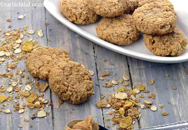 नो बेक ओटस्, म्युसली अॅन्ड पीनट बटर कुकीज़ - No Bake Oats, Muesli and Peanut Butter Cookies