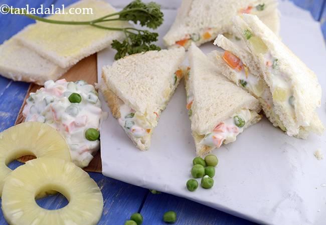 रशियन सलाद सैंडविच - Russian Salad Sandwich