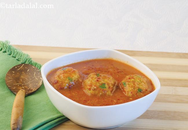 कैबॅज सोया कोफ्तास् इन कोरियेन्डर टमॅटो ग्रेवी - Cabbage Soya Koftas in Coriander Tomato Gravy