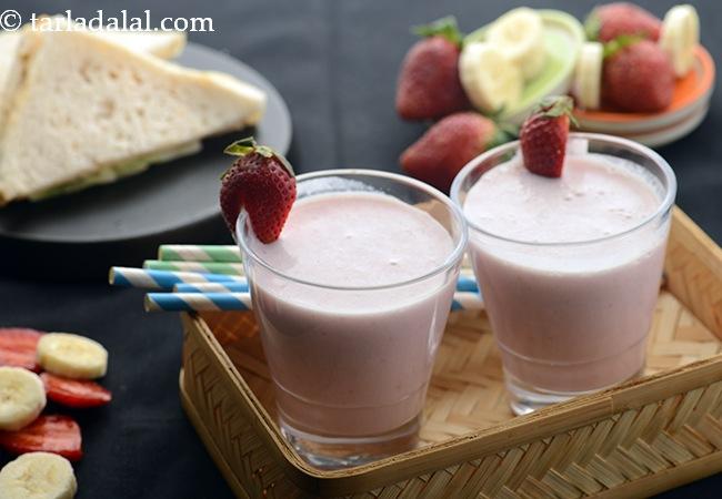 स्ट्रॉबेरी बनाना मिल्कशेक की रेसिपी | ५ मिनट में स्ट्रॉबेरी बनाना शेक | स्ट्रॉबेरी और केले का मिल्कश