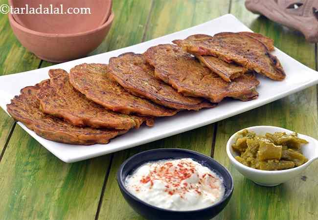 थाली पीठ की रेसिपी - Thalipeeth, Quick Maharashtrian Thalipeeth